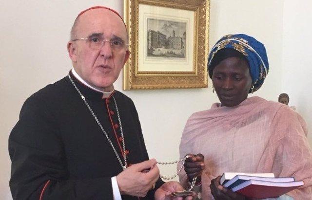 El cardenal arzobispo de Madrid recibe a una joven secuestrada por Boko Haram