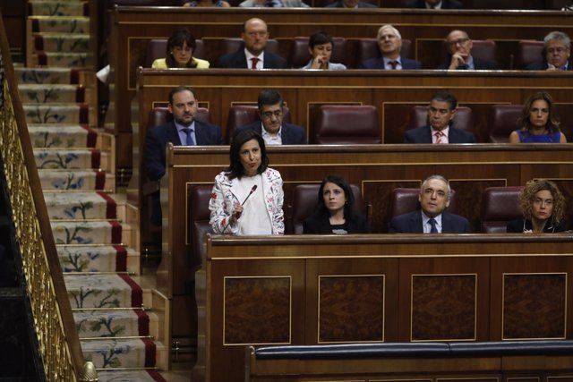 Margarita Robles en la sesión de control al Gobierno en el Congreso