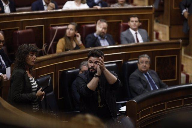 Los diputados de ERC, con Gabriel Rufián, abandonan en el Congreso