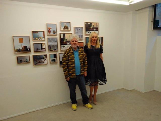 Pedro Almodóvar en la exposición fotográfica 'Bodegones Almodóvar'