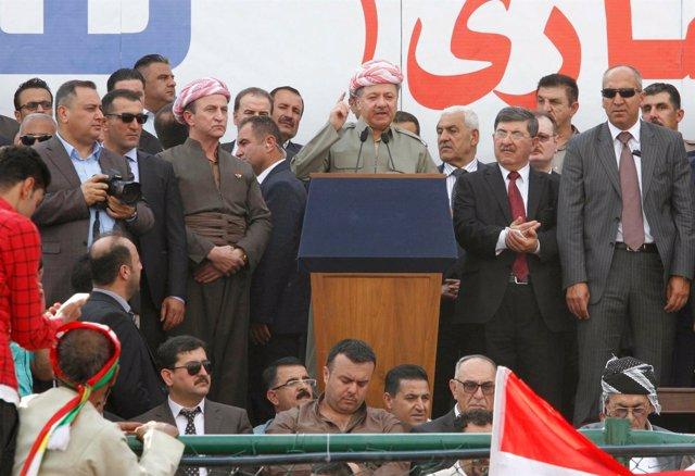 Masud Barzani habla ante la multitud