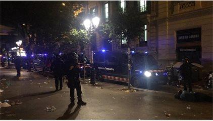 La Guardia Civil sale de la Conselleria de Economía protegida por los Mossos