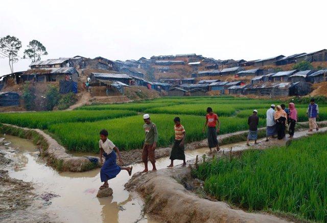 Refugiados rohingya en un campo de Bangladesh
