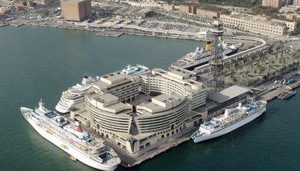 Los estibadores de Barcelona deciden no operar un buque que aloja a policías por el 1-O