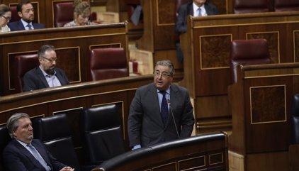"""Zoido reclama mejor """"coordinación"""" con los Mossos y pide a Puigdemont que ceje en sus """"burdas mentiras"""""""