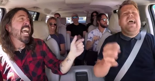 CARPOOL KARAOKE CON FOO FIGHTERS