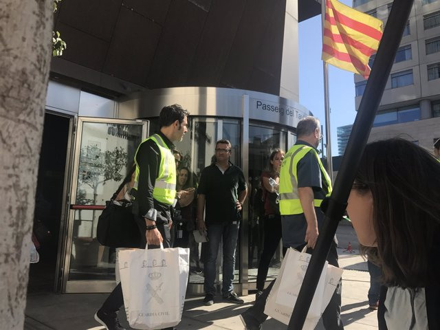 Final de los registros de la Guardia Civil por el 1-O en Asuntos Sociales