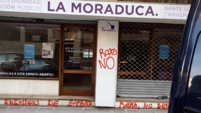 Pintadas en la sede de Podemos