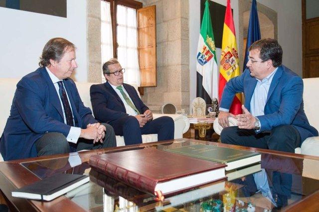 Estalella, Ascarza y Vara, en una reunión en Mérida