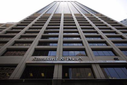 S&P rebaja un escalón el rating de China debido a los riesgos financieros derivados de un aumento de la deuda