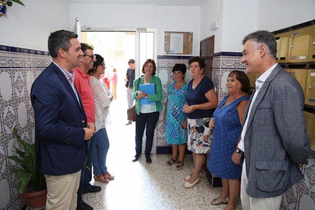 El delegado de Vivienda y Fomento, Felipe López, visita Rota