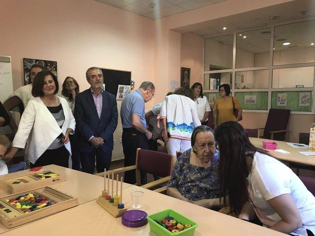 Sánchez Rubio visita el Centro de Día para Mayores con Alzheimer Macarena