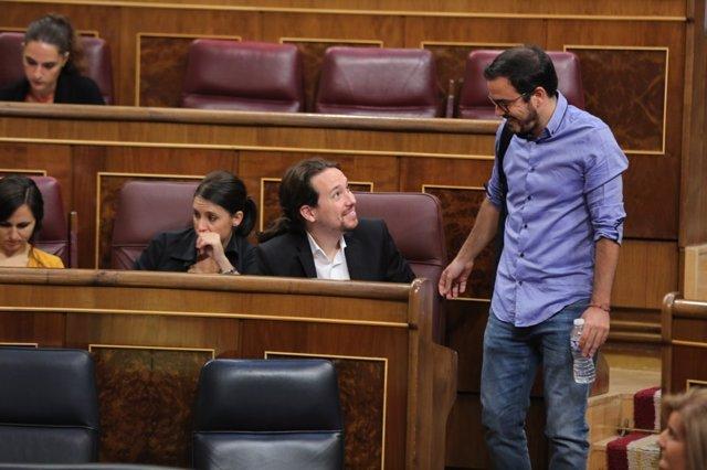 Pablo Iglesias y Alberto Garzón en la sesión de control en el Congreso