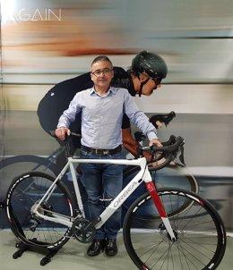Jon Fernández, CEO de Orbea con el modelo Gain