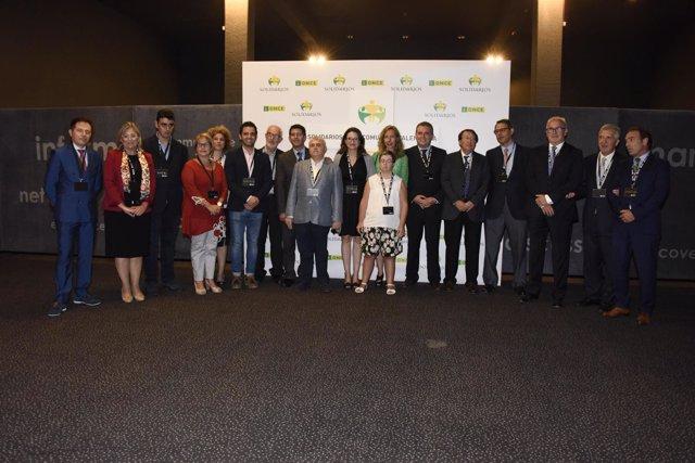 Premiados y autoridades de los premios ONCE Comunitat Valenciana
