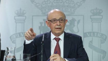 Los funcionarios catalanes cobran la nómina tras la orden de Hacienda a los bancos