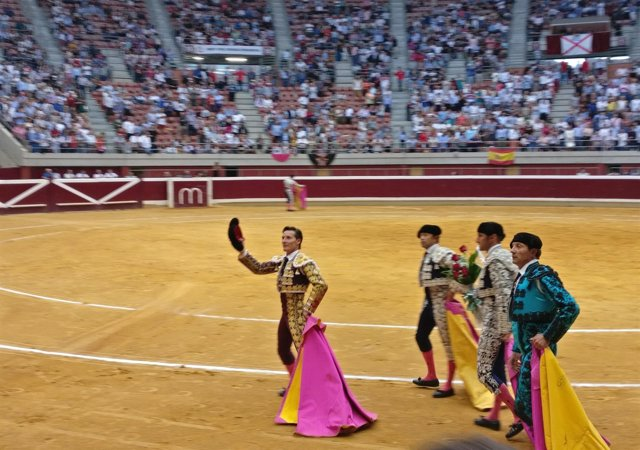 Urdiales pasea una oreja en La Ribera en Logroño