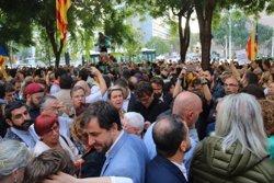 Centenars de persones es concentren a la Ciutat de la Justícia per demanar la llibertat dels detinguts per l'1-O (ACN)