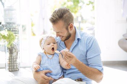 Las bajas por paternidad crecen cada vez más