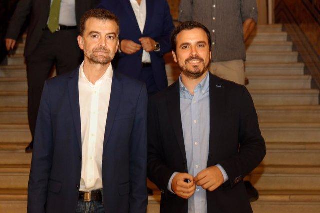 Antonio Maíllo y Alberto Garzón antes de intervenir en el acto