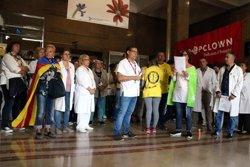 Els treballadors sanitaris es concentren als centres de l'ICS contra