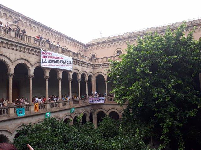 Ocupación de estudiantes de la UB por el referéndum