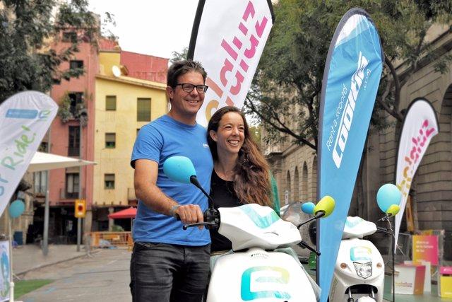 Timo Buetefisch, CEO de Cooltra, y Carlota Pi, cofundadora de Holaluz