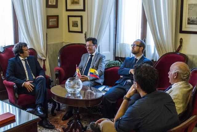Foto Recepción Embajador De Ecuador