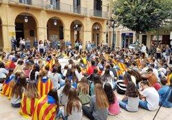 Alumnes i professors dels 3 instituts de Mollerussa es concentren a favor del referèndum de l'1-O (ACN)