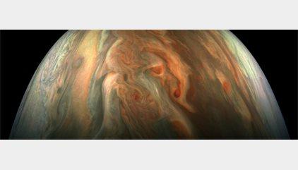 La nave Juno toma este primer plano de Júpiter a sólo 7.700 kilómetros