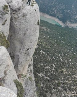 Troben mort un excursionista que ha caigut des de 400 metres a la paret d'Aragó de Mont-rebei (ACN)