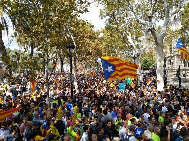 Movilización soberanista ante la sede del TSJC.