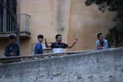 """Simó, a uns joves que intenten boicotejar l'acte d'ERC: """"No em molesta l'himne espanyol, però no vull que sigui el meu!"""" (ACN)"""