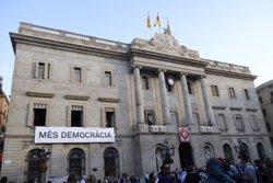 L'Ajuntament de Barcelona penjarà al seu balcó un cartell amb el lema 'Més democràcia' durant La Mercè (ACN)
