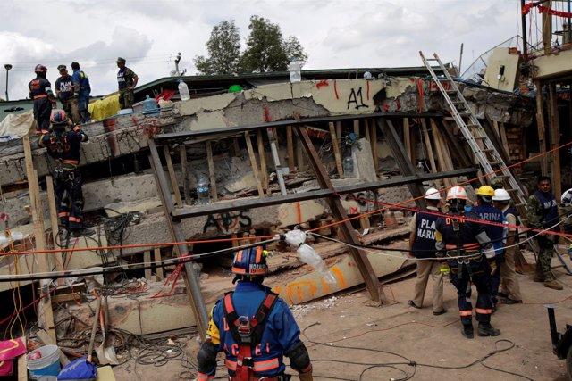 Equipos de rescate tras el terremoto en Ciudad de México
