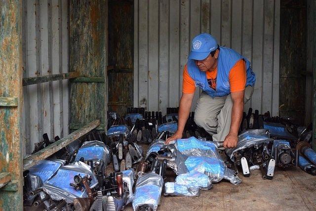 Contenedor con armas de las FARC