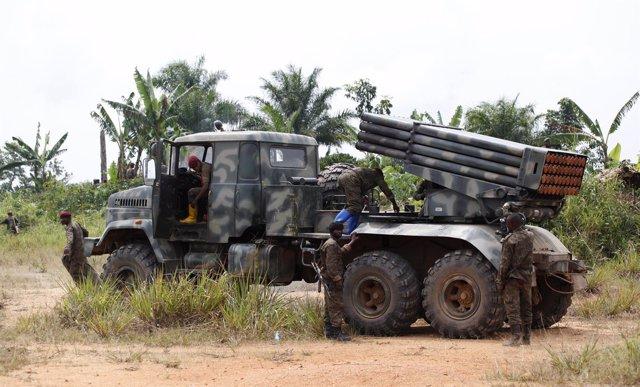 Militares congoleños a las afueras de Beni