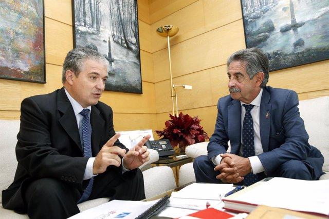 Revilla se reúne con Santos Gracia, presidente de FUNIBER