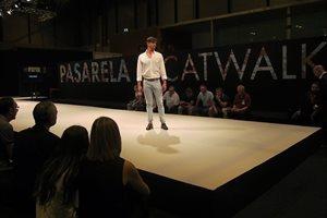 Las últimas tendencias en calzado y marroquinería desfilan por la Pasarela MOMAD CATWALK