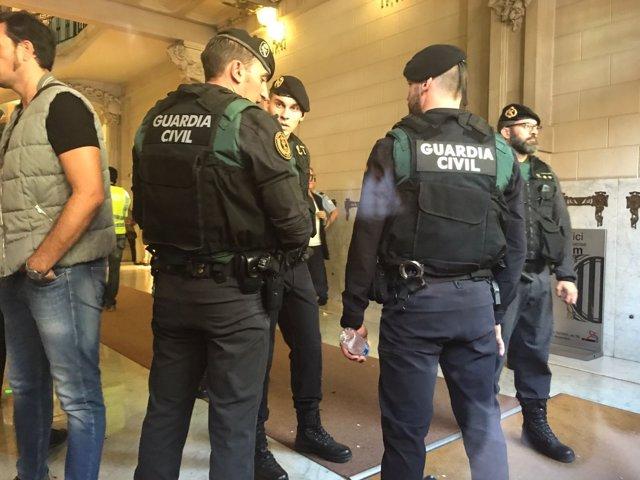 La Guardia Civil en la Conselleria de Economía de la Generalitat