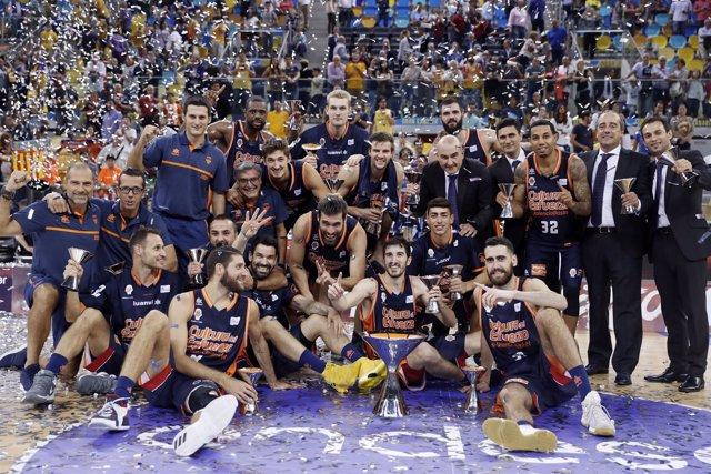 El Valencia Basket celebra el título de la Supercopa