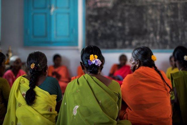 Viudas indias apoyadas por la Fundación Vicente Ferrer