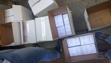 Reparteixen més d'un milió de paperetes a Barcelona i tota Catalunya per votar (@UNISXREPUBLICA )