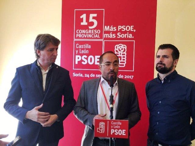 Rey (centro), Martínez (izda) y Luis Tudanca.