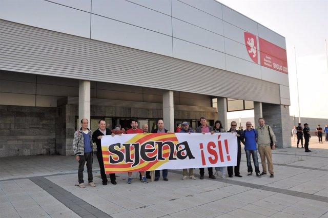 Concentración de la plataforma 'Sijena Sí'.
