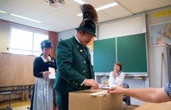 Les enquestes a peu d'urna donen la victòria a Merkel i ratifiquen la presència d'AfD al Bundestag (SVEN HOPPE/DPA / SVEN HOPPE)
