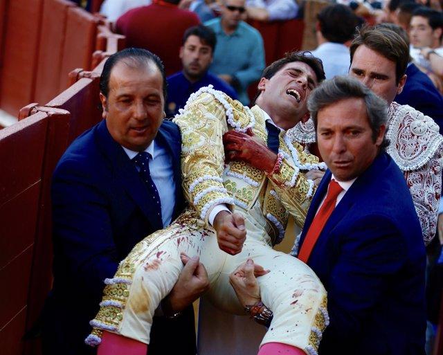 El matador de toros Rafael Serna, herido en la Plaza de la Maestranza
