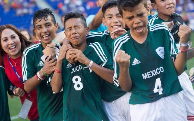 Los alevines de México dedican el título mundial a las víctimas del terremoto