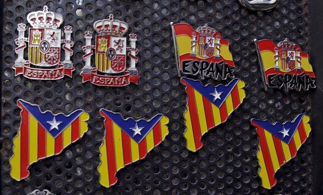 España y cataluña, españoles, catalanes, pin, banderas, estelada