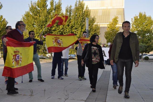 Pablo Muñoz a su entrada en la Asamblea de Unidos Podemos.